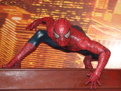 cine - Imagen de una escultura de Spiderman